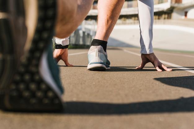 Rückansicht des läufers in ausgangsposition Kostenlose Fotos