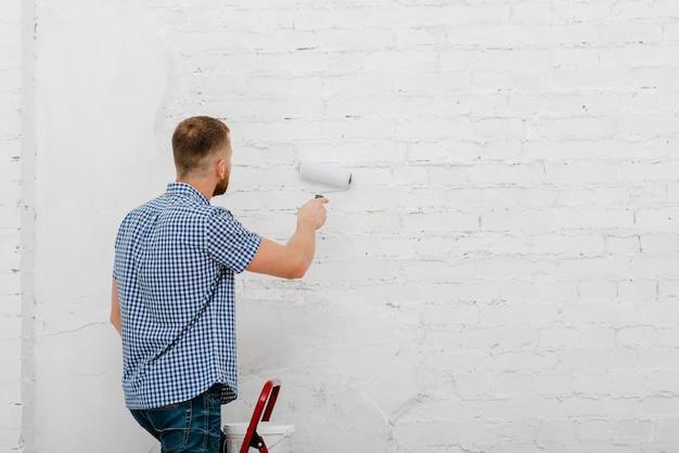 Rückansicht mann malerei wand Kostenlose Fotos