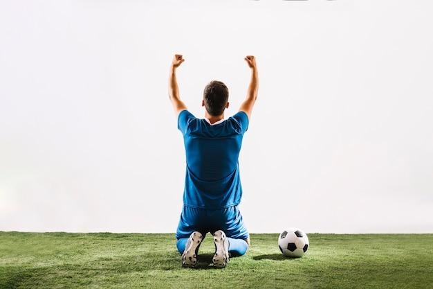 Rückseitenansicht athlet feiert sieg Kostenlose Fotos