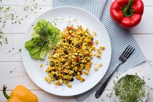 Rührei-gemüse-salat mit paprika Kostenlose Fotos