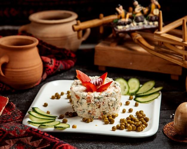 Russischer salat mit bohnen und gurkenscheiben _ Kostenlose Fotos