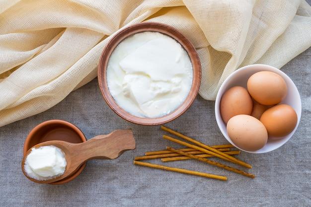 Rustikale produkte: hausgemachter fermentierter milchkefir Premium Fotos