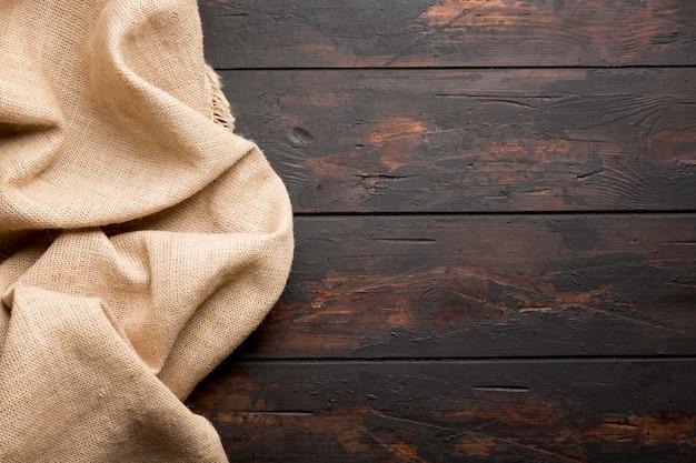 Sackleinen hessisches sackleinen auf holztischhintergrund mit freiem raum. Premium Fotos