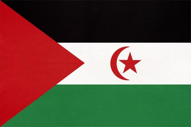 Sadr nationale gewebeflagge, textilhintergrund. symbol des afrikanischen weltlandes. Premium Fotos