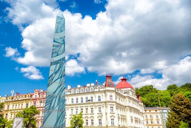 Säule in der fußgängerzone masaryka. karlsbad, tschechische republik Premium Fotos