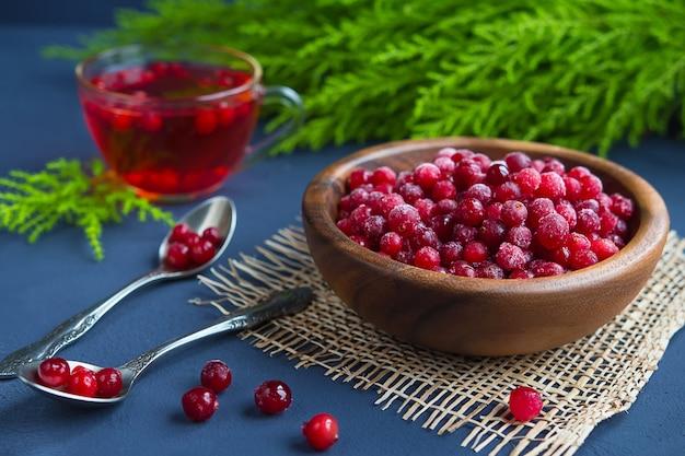 Saftige cranberry fruchtsaft gesundheit und vitamine, gesundes essen, super food Premium Fotos