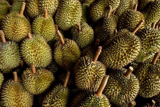 Saisonaler durian wird an händler für den export nach china verkauft. Premium Fotos