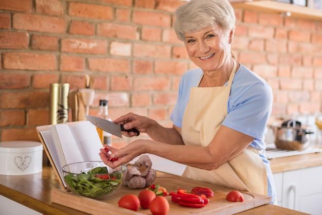 Saisonaler salat aus besten zutaten Kostenlose Fotos