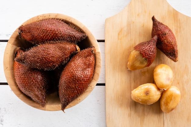 Salak (salacca zalacca) ist eine tropische frucht. Premium Fotos