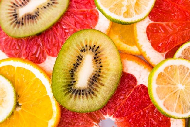 Salat von frischen geschnittenen früchten Kostenlose Fotos