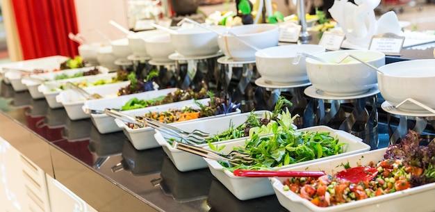 Salate in buffetform Premium Fotos