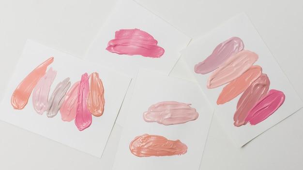 Sammlung verschiedener abstrichlippenstift auf papier Kostenlose Fotos