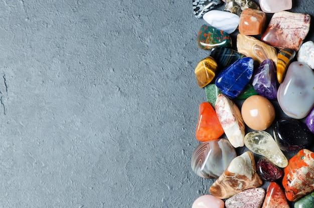 Sammlung von farbigen mineralien. die textur des steins. kopieren sie platz Premium Fotos