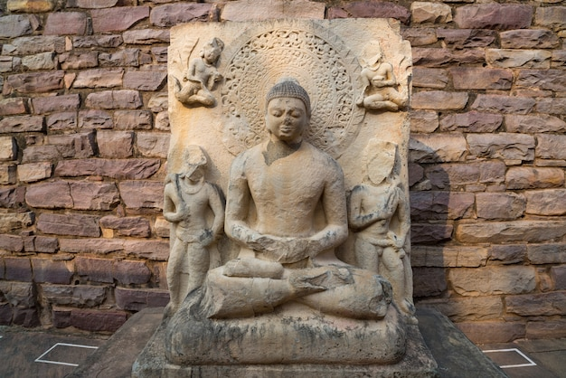 Sanchi stupa, altes buddhistisches gebäude, religionsgeheimnis, geschnitzter stein. Premium Fotos