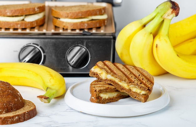 Sandwich mit banane Premium Fotos
