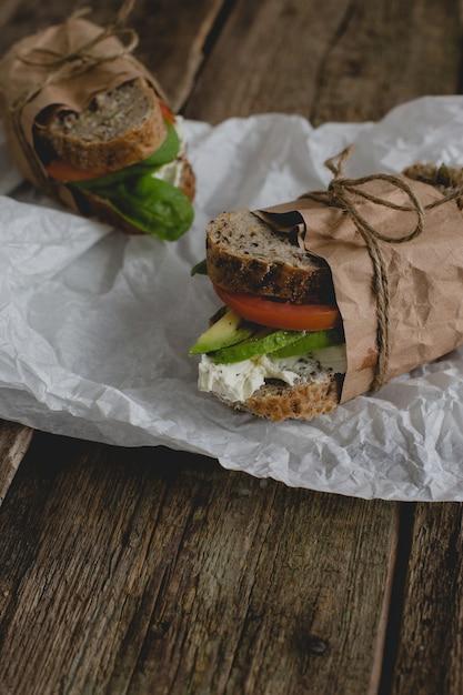 Sandwiches auf dem tisch Kostenlose Fotos