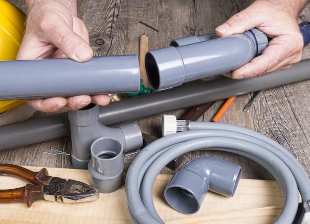 sanitaer-heimwerker-mit-verschiedenen-werkzeugen_112793-5805.jpg (626×452)