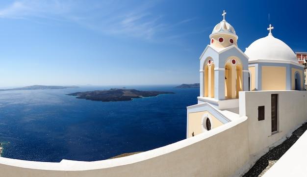Santorini panorama mit kirche Premium Fotos