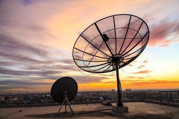 Satellitenschüssel Premium Fotos
