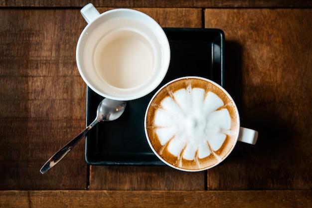 Satz heißer espressokaffee umfassen tee und zucker auf tabellenhintergrund Premium Fotos
