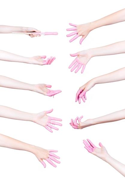 Satz menschliche hände mit rosa farbe auf weißem hintergrund Kostenlose Fotos