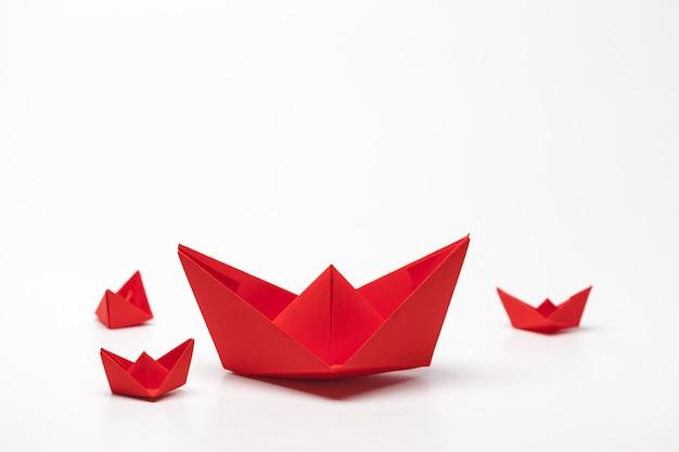 Satz origamipapierboote. Premium Fotos