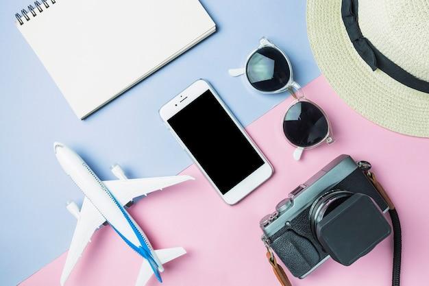 Satz zubehör vorbereitet für das reisen Kostenlose Fotos