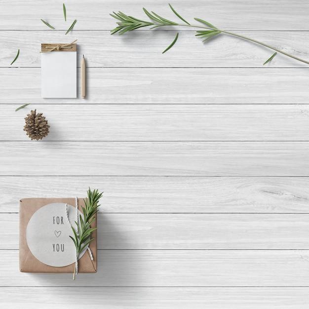 Saubere minimalistische szene mit verschiedenen gegenständen eingerahmt Premium Fotos