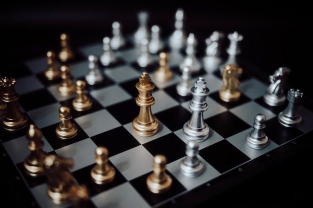 Schachbrettspiel. geschäftskonzept strategieplanung und wettbewerb. Premium Fotos