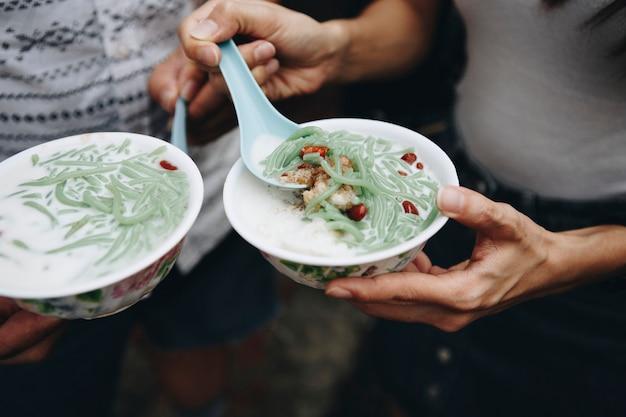 Schalen des malaysischen cendol-nachtischs Kostenlose Fotos