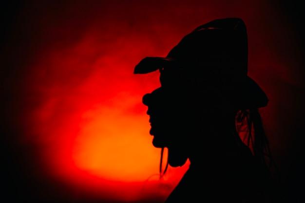 Schatten der person in der maske Kostenlose Fotos