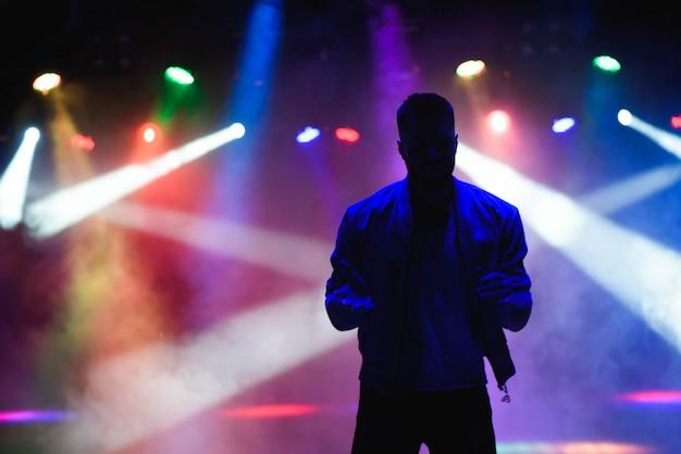 Schattenbild des männlichen tänzers Premium Fotos