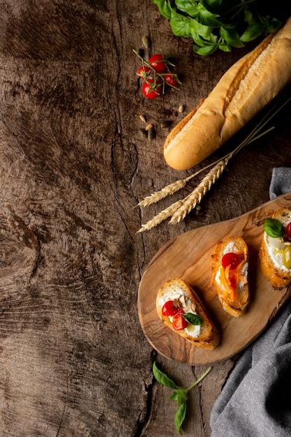 Scheiben bruschetta und französisches baguettebrot Kostenlose Fotos