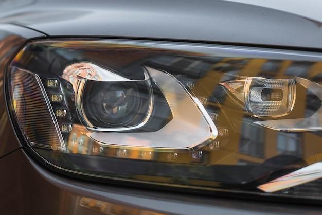 Scheinwerfer des neuen grauen autos Kostenlose Fotos