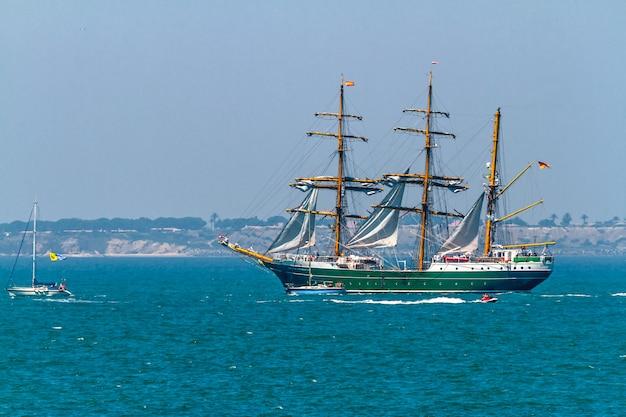 Schiff alexander von humboldt ii Premium Fotos