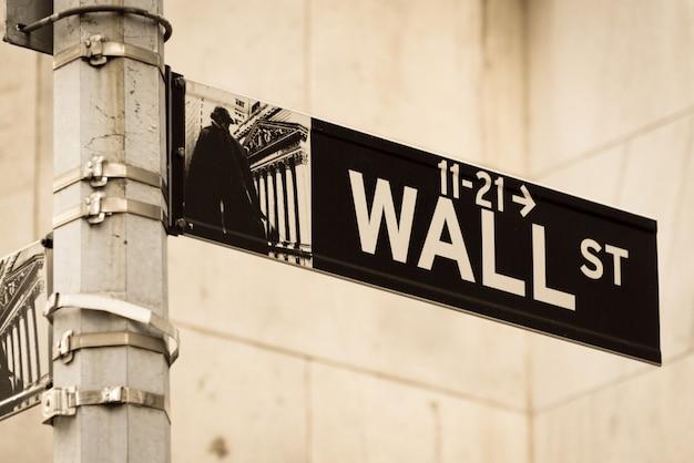 Schild an der wall street Premium Fotos