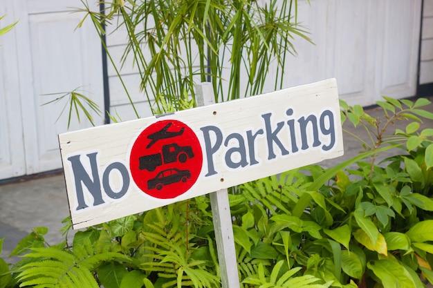 Schilder kein parkplatz aus holz Premium Fotos