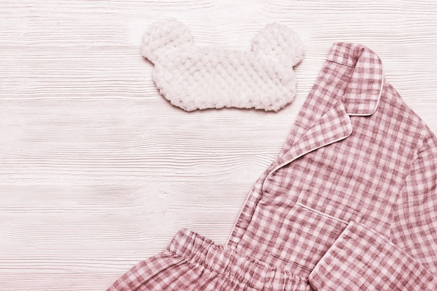 Schlafanzug und augenmaske Premium Fotos