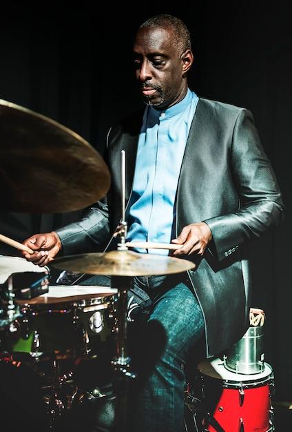Schlagzeuger bei einem ereignis Premium Fotos