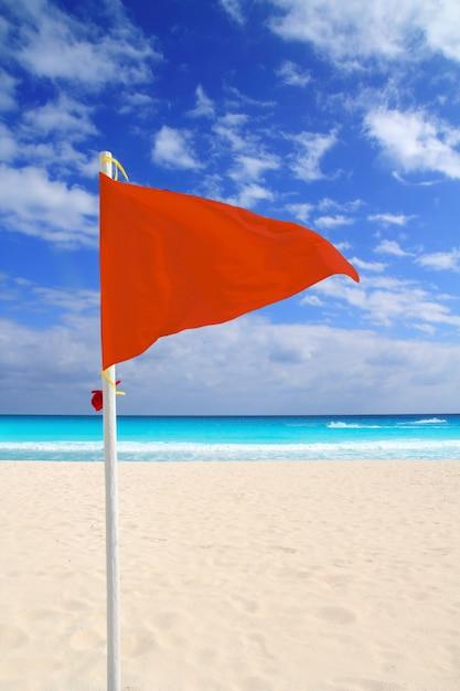 Schlechtwetter-windrat karibik der roten fahne des strandes Premium Fotos