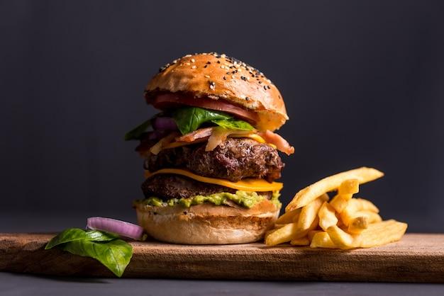 Schließe den burger ab Premium Fotos