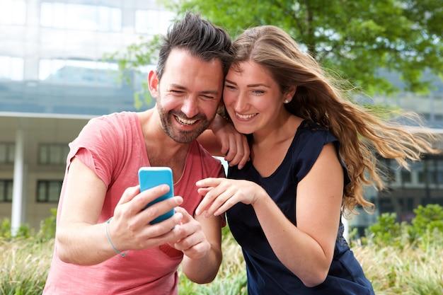 Warum schließen sich Jungs anMina Minute Dating-Rezensionen