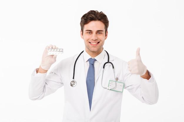 Schließen sie herauf porträt eines überzeugten jungen männlichen doktors Kostenlose Fotos