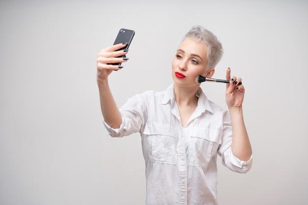 Schließen sie herauf porträtmaskenbildner. Premium Fotos