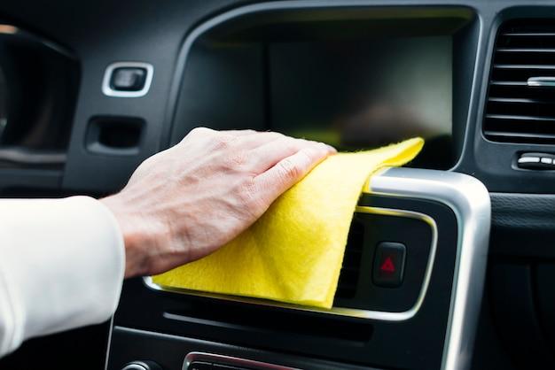 Schließen sie oben vom personenreinigungs-autoinnenraum Kostenlose Fotos