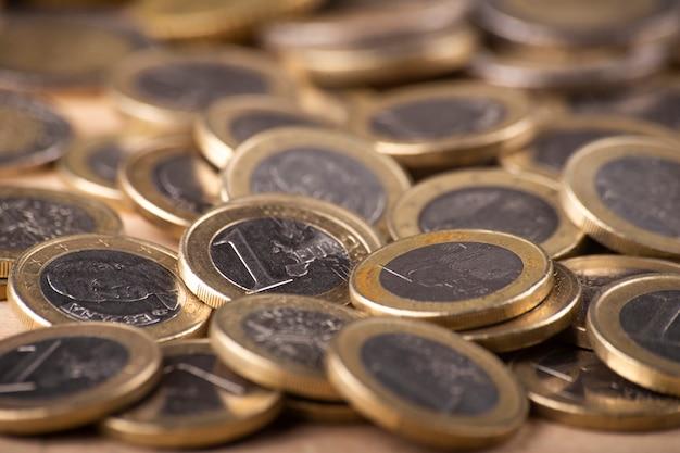 Schließen sie oben vom stapel euromünzen Premium Fotos