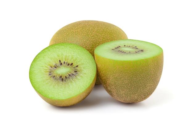 Schließen sie oben von der frischen kiwifrucht mit halbiertem schnitt lokalisiert auf weißem hintergrund, beschneidungspfad. Premium Fotos