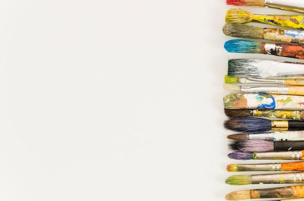 Schmutzige bürstenlinie der draufsicht Kostenlose Fotos