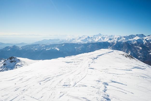 Schneebedeckte berggipfel Premium Fotos