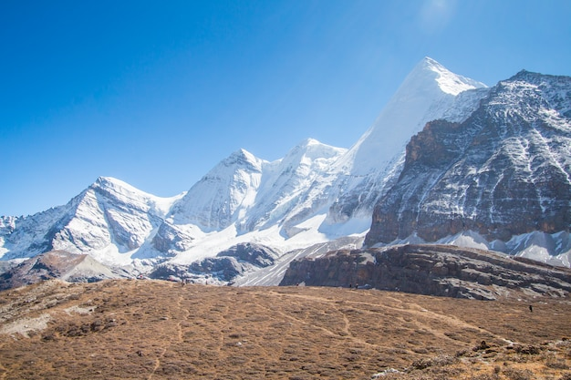 Schneeberg am yading nationalpark, porzellan Premium Fotos